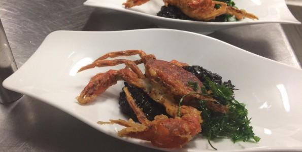 Arroz negro con cangrejo de concha blanda