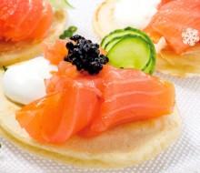 Blinis con salmón noruego ahumado